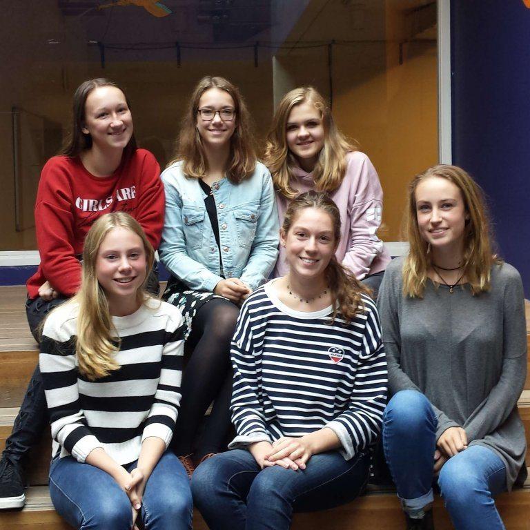 Sygrid Klinkert, Loena van Rooijen, Jet van der Spiegel, Lindi Zwaan, Thirza Teuben en Nina Whiteside